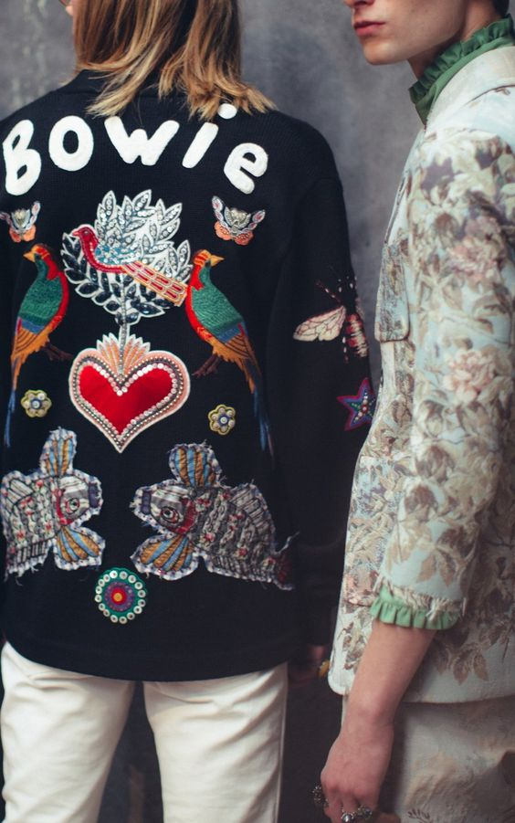 voguemagazine.com via pinterest bomber Top streetstyle  trendy z Milánskeho Fashion Weeku