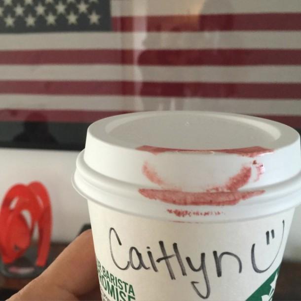 Caitlyn jenner finally free mac lipstick 610x610 Caitlyn Jenner predstavuje Free Lipstick