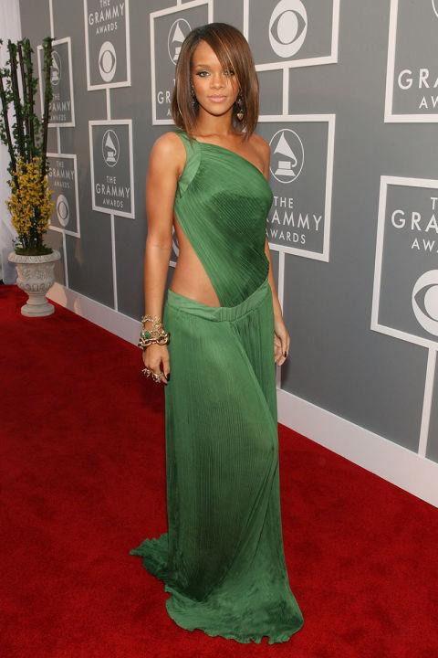 5502a7a139a2a   elle 43 2007 feb 11 grammys rihannas best outfits v Naj outfity: Rihanna