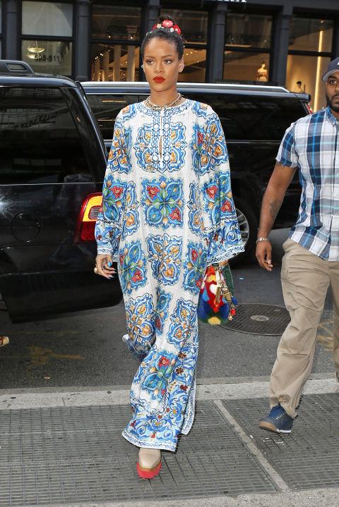 ag 115757 008 Naj outfity: Rihanna