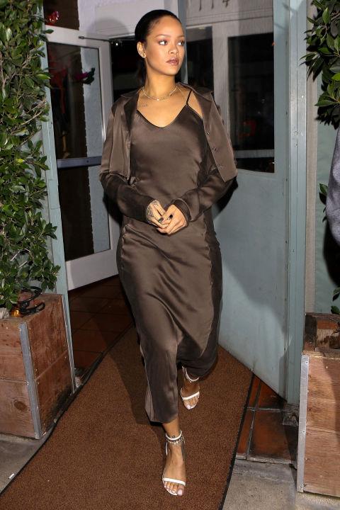gallery 1449965124 ag 094608 002 Naj outfity: Rihanna