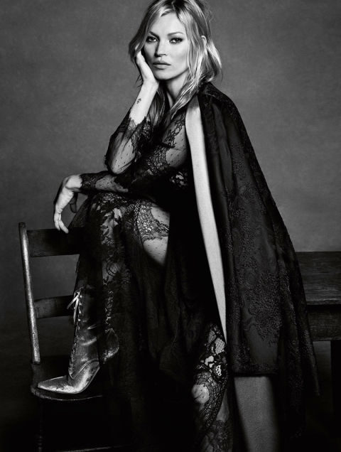 kate moss is captured by luigi iango for alberta ferretti fallwinter 1617 6 Kampane Fall 2016