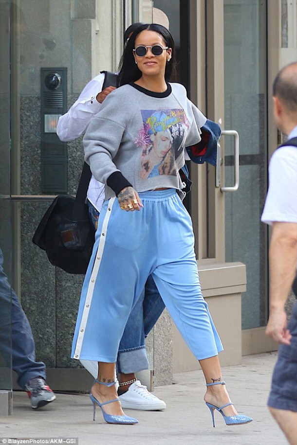 37D90CC000000578 0 image a 37 1472859789411 610x915 Módny (s)hit: Rihanna