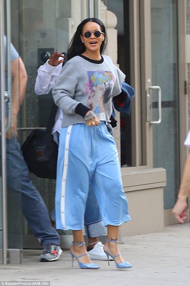37D90D4000000578 0 image a 30 1472859215540 610x915 Módny (s)hit: Rihanna
