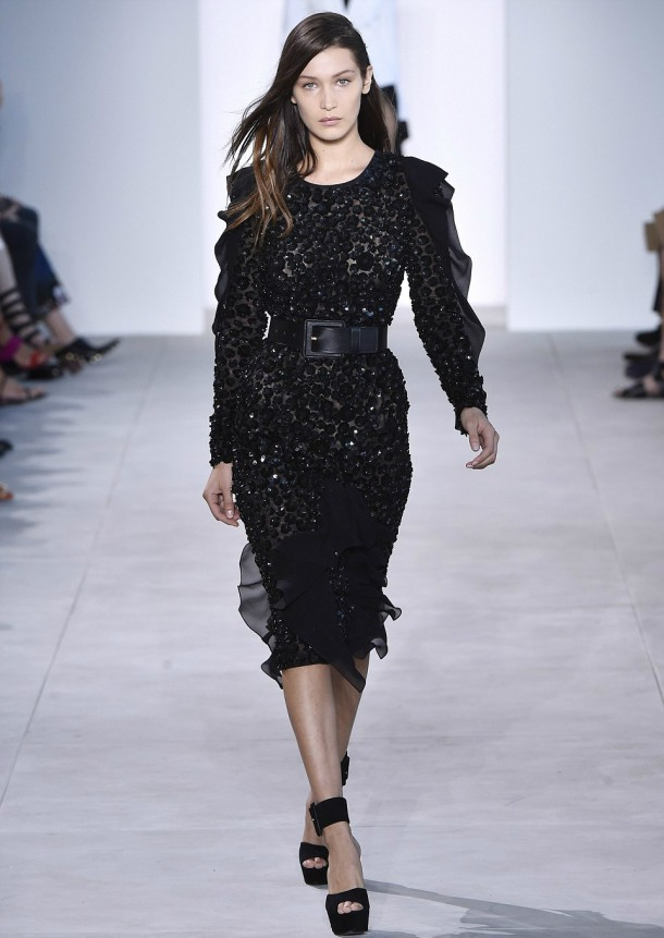 3859BCA100000578 3789419 Before the fall The teen was showing off a black sequined dress a 12 1473873111024 610x861 Modelka roka na zemi