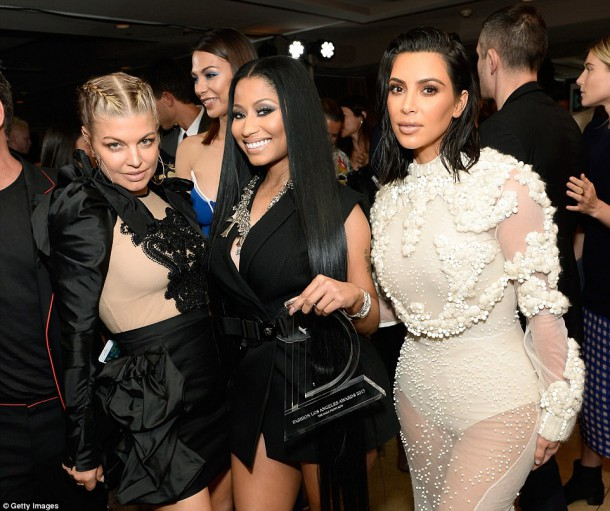 3EE335D800000578 4374306 image m 31 1491211147698 610x511 Kim Kardashian na Fashion Awards v L.A.