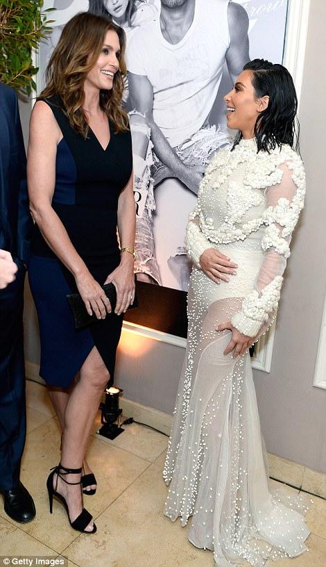 3EE36BBC00000578 4374306 image a 313 1491210571030 Kim Kardashian na Fashion Awards v L.A.