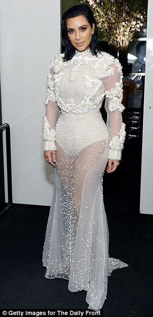 3EE39EFD00000578 4374306 image m 73 1491206313924 Kim Kardashian na Fashion Awards v L.A.