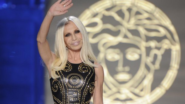 Donatella Versace 610x343 Michael Kors odkúpil známu taliansku firmu Versace za neuveriteľných 1,83 miliardy €
