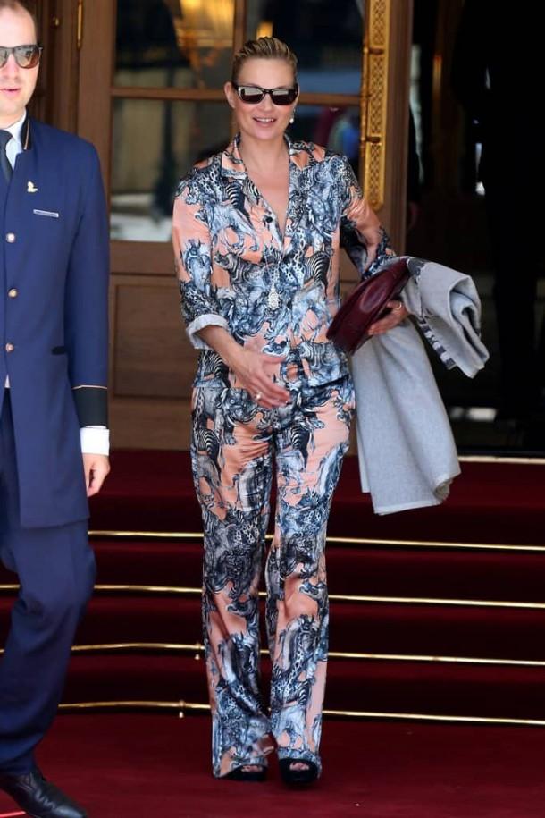 Kate Moss 610x915 Svetové modelky a pyžamové looky v bežnom dni!