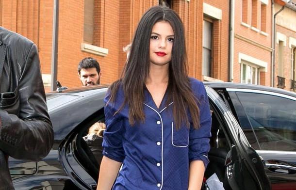 Selena Gomez top 610x392 Svetové modelky a pyžamové looky v bežnom dni!