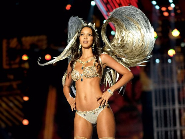 VS Fantasy Bra 610x457 Victoria s  Secret Fashion Show 2018