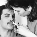 freddie mercury fuzy 150x150 Freddie Mercury a jeho neobyčajný štýl