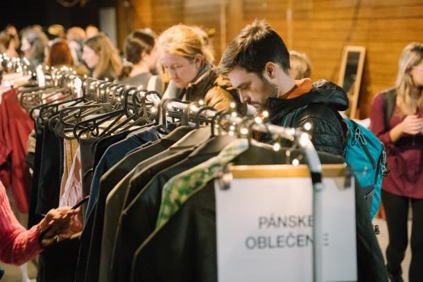 Lubo Baran SWAP KC Dunaj 27 1 2019 INSTA 028 610x406 Chceš zadarmo vymeniť staré oblečenie za nové? Swap je riešenie.