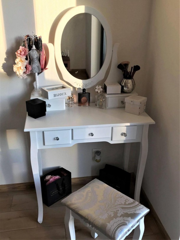 25052019 StajlSK toaletne stoliky 05 610x813 Eleganté a praktické. Toaletné stolíky!