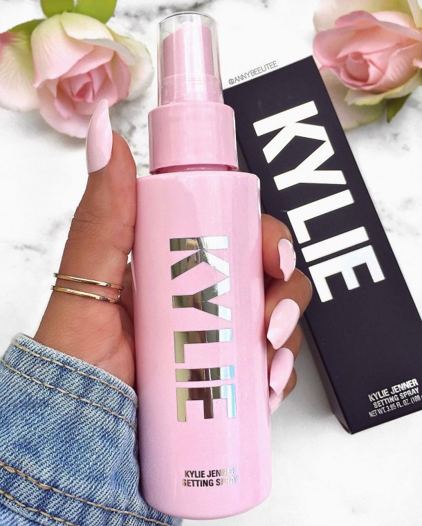 30052019 StajlSK Kylie Skin 02 610x760 30052019 StajlSK Kylie Skin 02