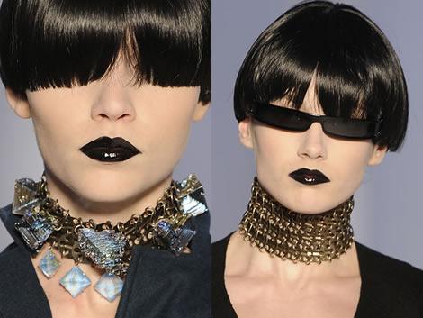 ysl neck Jeseň/zima 2008: Čo na krk? Reťaze, retiazky a náhrdelníky starej mamy
