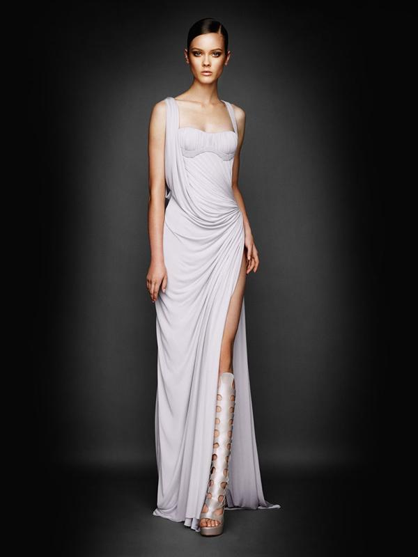 Atlier2010P1Versace9 Ďalšie jesenné potešenie očí od Atelier Versace 2011