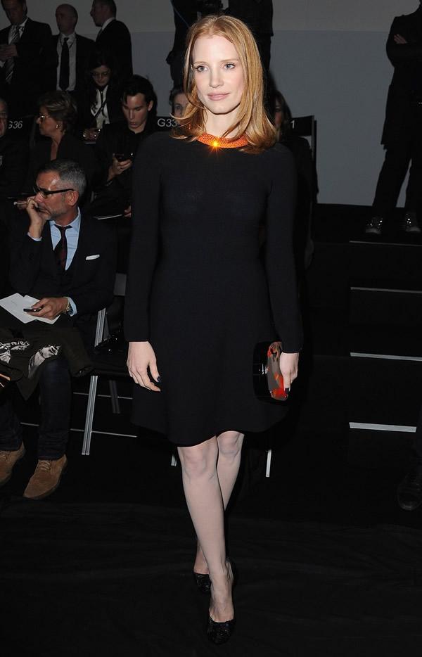 jessica chastain armani prive paris fashion week 03 Celebrity z prvého radu: Ktorá sa obliekla na jarnom Haute Couture Week 2012 najlepšie?