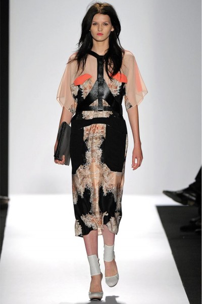 bcbg max azria8 400x600 New York Fashion Week sa začal. Sledujte ho s nami. Časť 1.