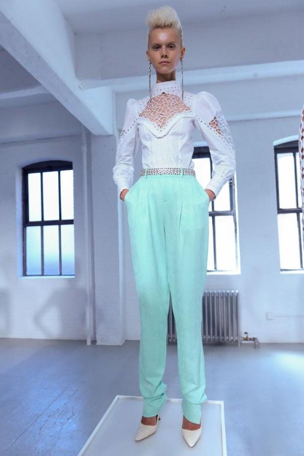 carine malrino spring summer 2013 nyfw45 610x915 New York Fashion Week sa začal. Sledujte ho s nami. Časť 1.