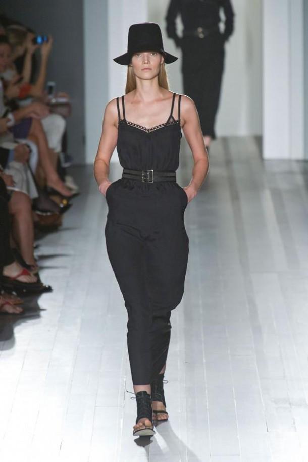 victoria beckham spring summer 2013 nyfw1 610x915 New York Fashion Week sa začal. Sledujte ho s nami. Časť 1.