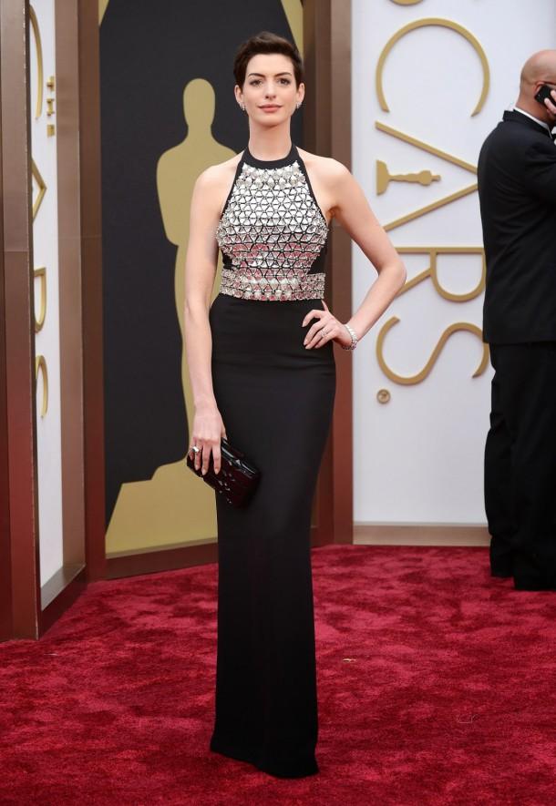 Anne Hathaway oscars2014 610x885 Najlepšie a najhoršie outfity týždňa /Oscary 2014/