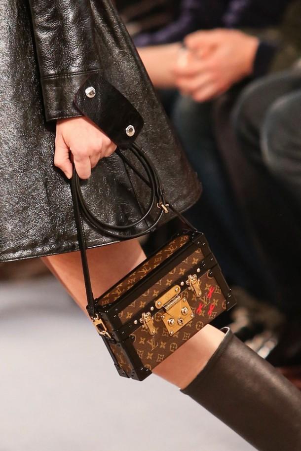 Best Bags at Paris Fashion Week FallWinter 2014 15 47 610x914 Najzaujímavejšie kabelky z jesenných kolekcií 2014