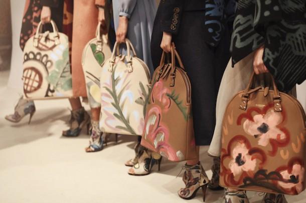 Burberry Prorsum Womenswear Autumn Winter 2014 Show in Londo 004 610x406 Najzaujímavejšie kabelky z jesenných kolekcií 2014