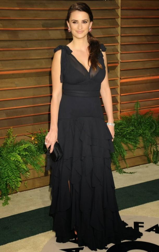 Penelope Cruz Oscar 2014 Vanity Fair 01 610x965 Najlepšie a najhoršie outfity týždňa /Oscary 2014/