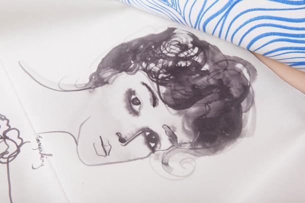 05 TANYA LING with FENDI close up internal painting 610x406 Cara, Adele a Gwyneth navrhujú pre Fendi