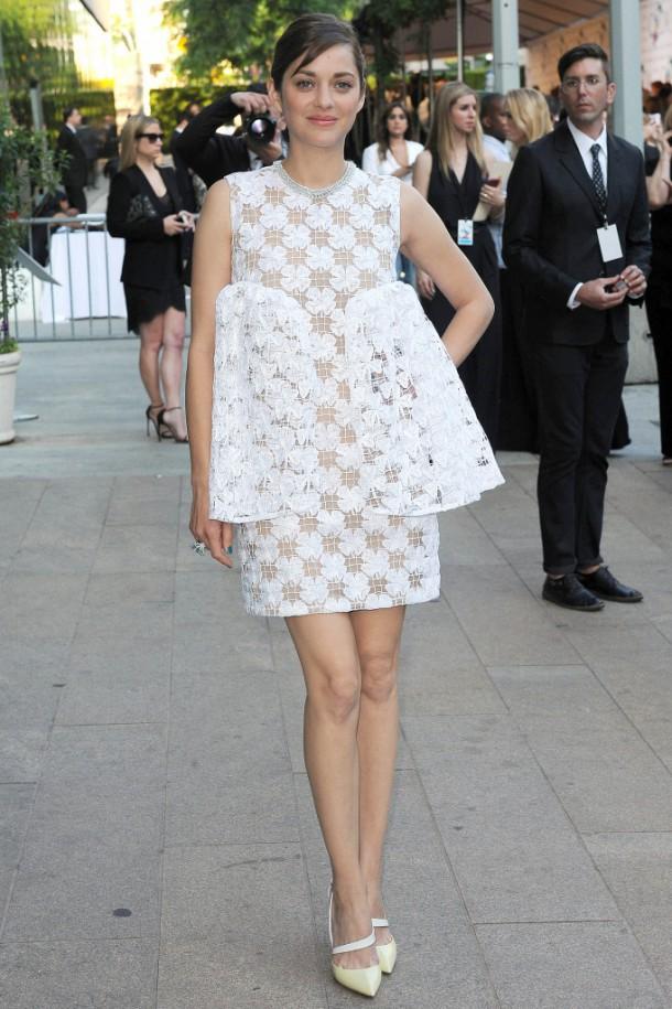 Marion Cotillard a la ceremonie des CFDA Fashion Awards le 2 juin 2014 au Alice Tully Hall Lincoln Center de New York portrait w858 610x915 CFDA Fashion Awards 2014