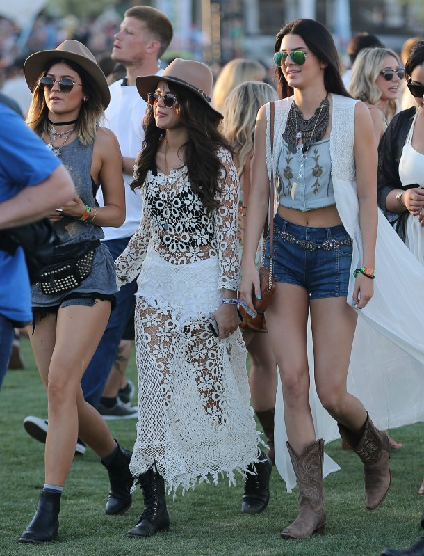 netloid kendall jenner alessandra ambrosio selena gomez and kylie jenner hanging out and having a good time at the coachella 2014 all in pictures 610x799 FASHION ICON: Kylie a Kendall Jenner