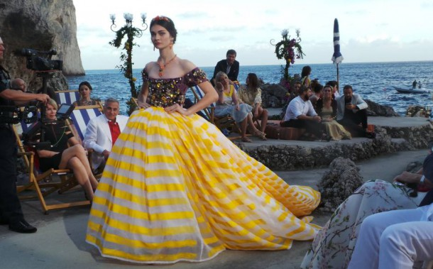 20140711 195657 610x379 Dolce & Gabbana: Haute Couture na slnečnom ostrove Capri