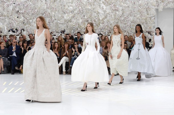 Dior Haute Couture Autumn Winter 2014 Future Perfect  0 610x405 Dior Haute Couture jeseň/zima 2014 15
