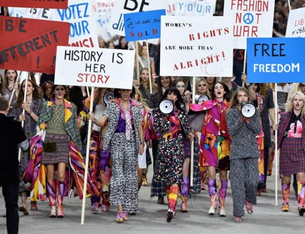 chanelprotest 610x469 Top okamihy parížskeho týždňa módy