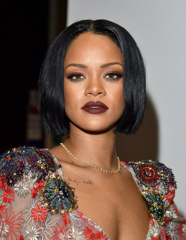 31306BEA00000578 3446364 The Umbrella hitmaker showed off intricate beading on her should m 104 1455435512192 610x787 Módny (s)hit: Rihanna a Katy Perry