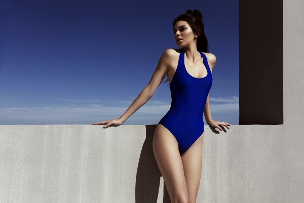 just in see kendall and kylies first swimwear collection 1853296.600x0c Kendall + Kylie a kolekcia plaviek pre Topshop