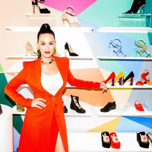 katy perry 8dcc0bc7 40a9 4c2b 84b5 8fddb4dcdcbf 610x610 Katy Perry pripravuje kolekciu topánok