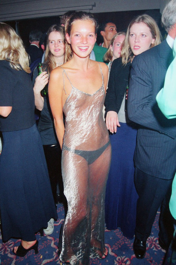 gallery 1473260559 hbz kim kate dress2 610x915 Hviezdne vojny: Kim Kardashian vs. Kate Moss
