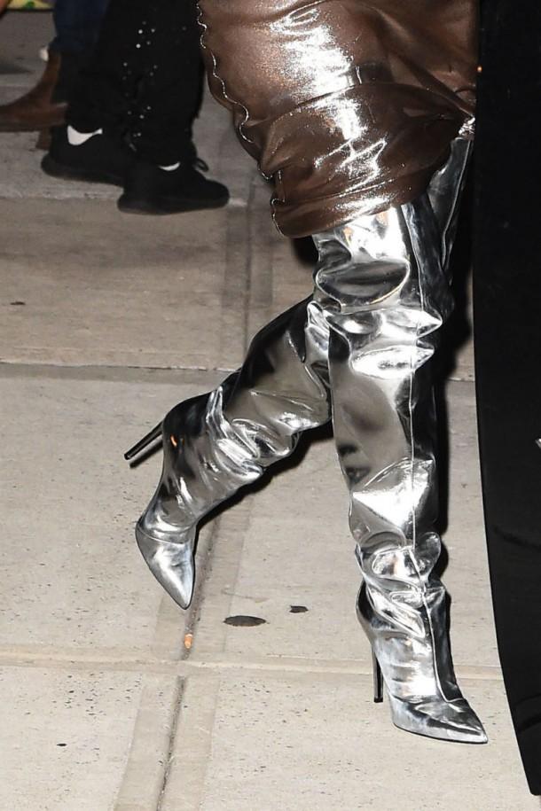 gallery 1473261281 hbz kim kate dress3 610x915 Hviezdne vojny: Kim Kardashian vs. Kate Moss