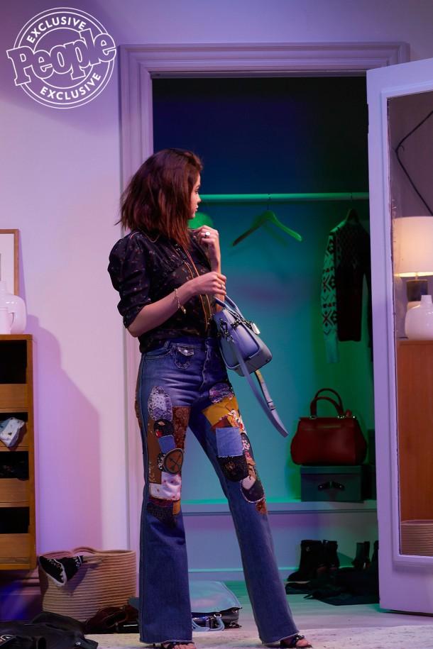 selena gomez 21 610x915 Selena Gomez v kampani Coach