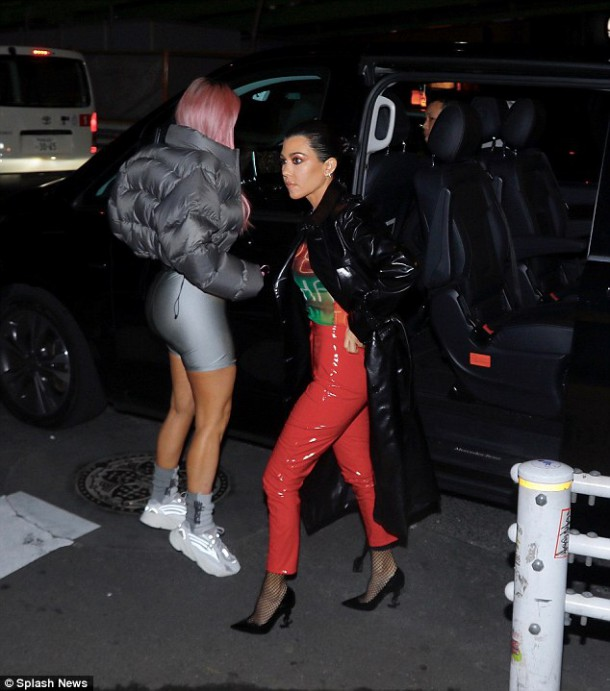 49A25EF800000578 0 image a 9 1519751503557 610x691 Módny (s)hit: Kim Kardashian