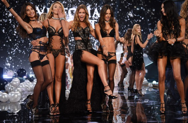 Victorias Secret Fashion 2 610x398 Victoria s  Secret Fashion Show 2018