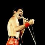 freddie mercury cerveny 150x150 Freddie Mercury a jeho neobyčajný štýl