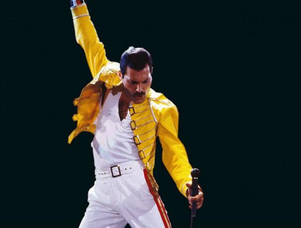 freddie mercury victory 610x462 Freddie Mercury a jeho neobyčajný štýl