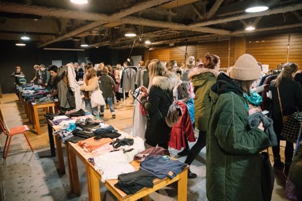 Lubo Baran SWAP KC Dunaj 27 1 2019 INSTA 021 610x406 Chceš zadarmo vymeniť staré oblečenie za nové? Swap je riešenie.