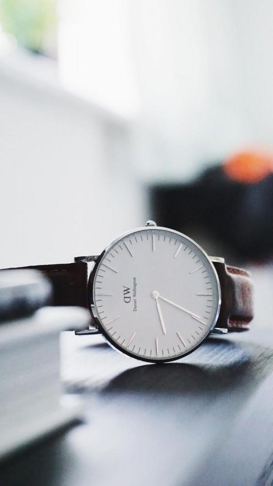 Stajl9 PHOTO 2019 02 19 11 21 07 2 562x1000 Ciferníkové hodinky, ktoré zarábajú stovky miliónov.