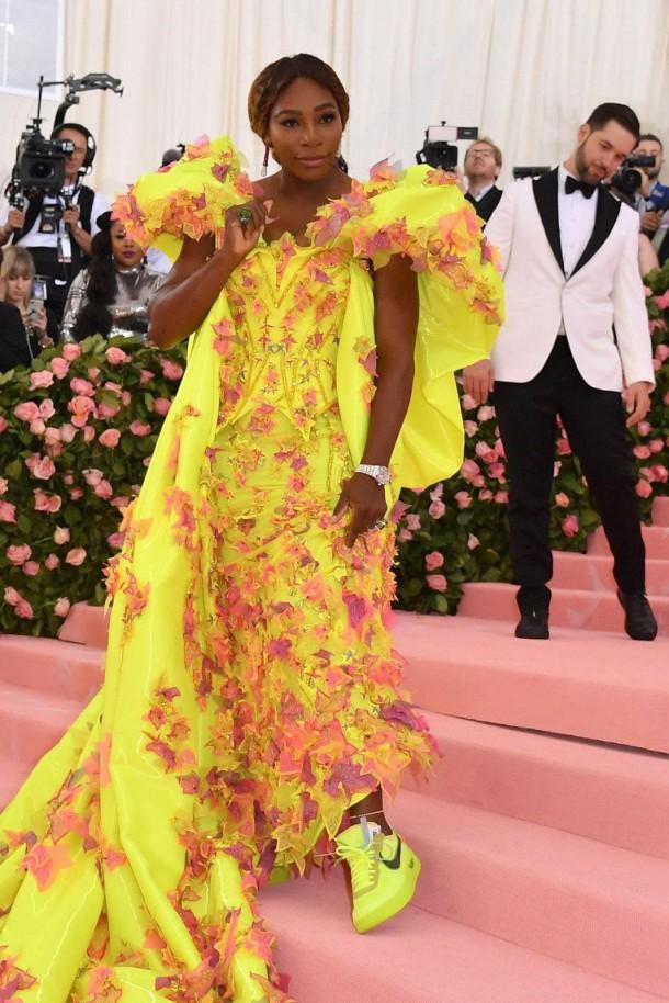 05 StajlSK Met Gala2019 Serena Williams 610x914 Kto zažiaril a kto práve naopak? Outfity Met Gala 2019