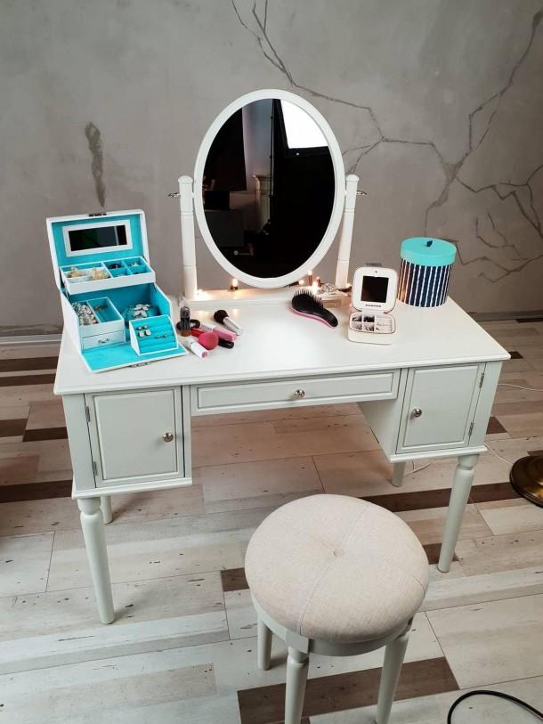 25052019 StajlSK toaletne stoliky 06 610x813 Eleganté a praktické. Toaletné stolíky!